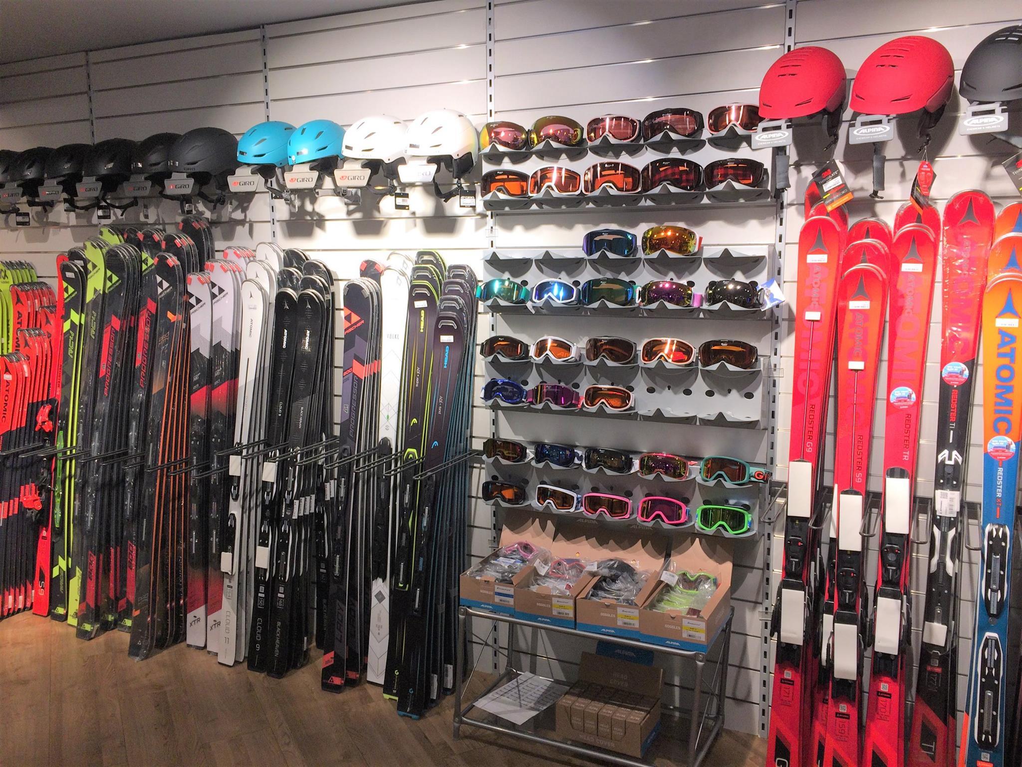 Skier, Brillen, Helme